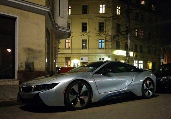 BMW i8 am Monaco-Franze-Platz