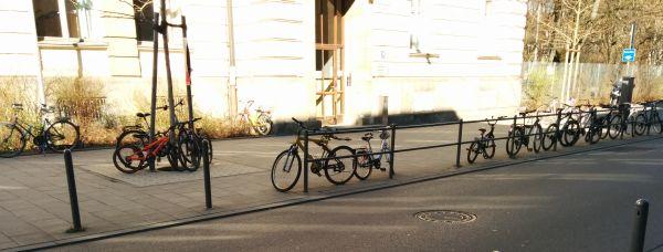 Wo sind die Fahrradständer?