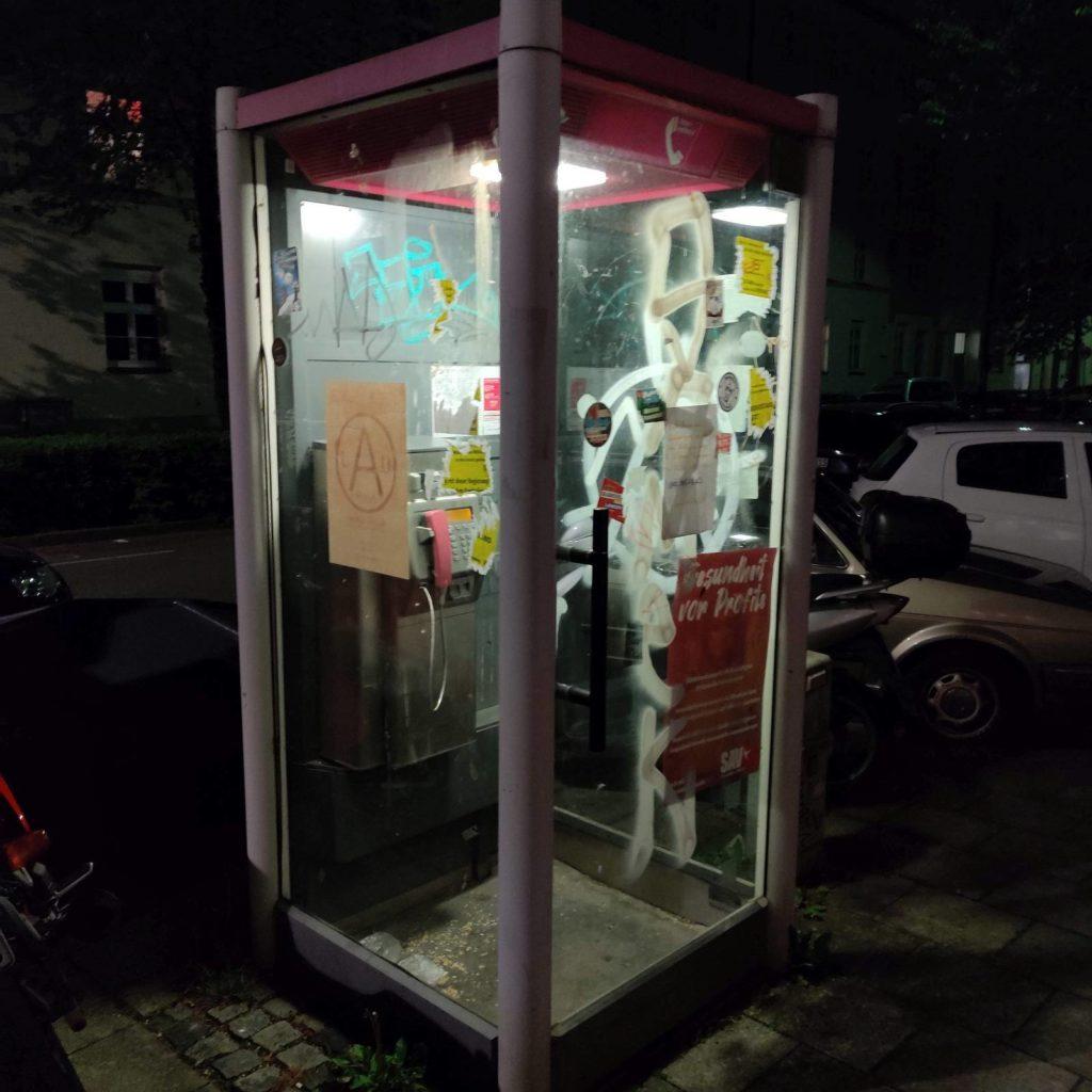 Telefonzelle - ein letztes Relikt im Westend